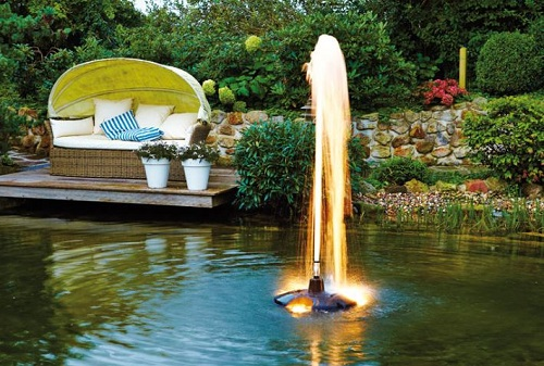 pond jet with foaming jet nozzle